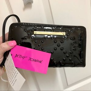 NWT Betsey Johnson Patent Leather Wallet Wristlet